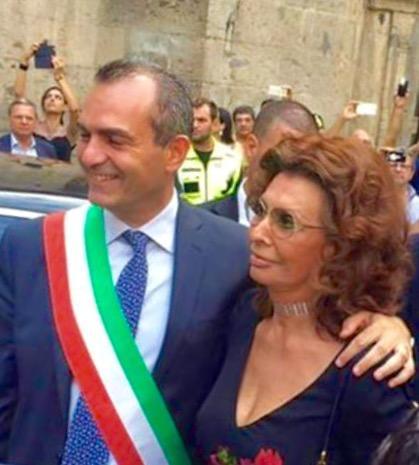 Sophia diventa cittadina di Napoli. Dalla Città un'altra testimonianza di affetto all'artista