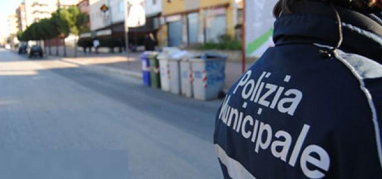 Qualiano: chiudono strada pubblica, denunciati dalla Polizia Municipale