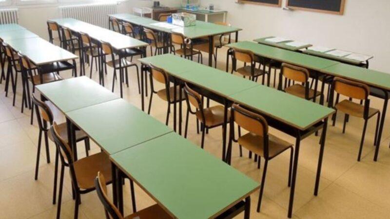 Pianeta Scuola: Critica agli insegnanti e problemi veri che tormentano l'istituzione
