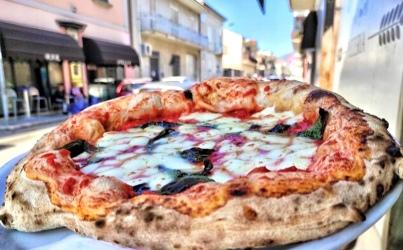 """Riaperture, """"Pizzeria in Corte"""": per Doro Gourmet ingegnoso outdoor"""