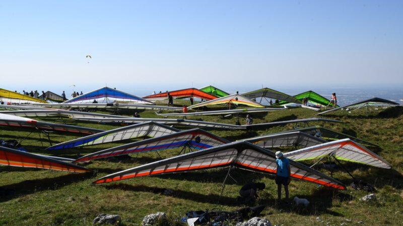 Parapendio e deltaplano: volare, camminare, esporre