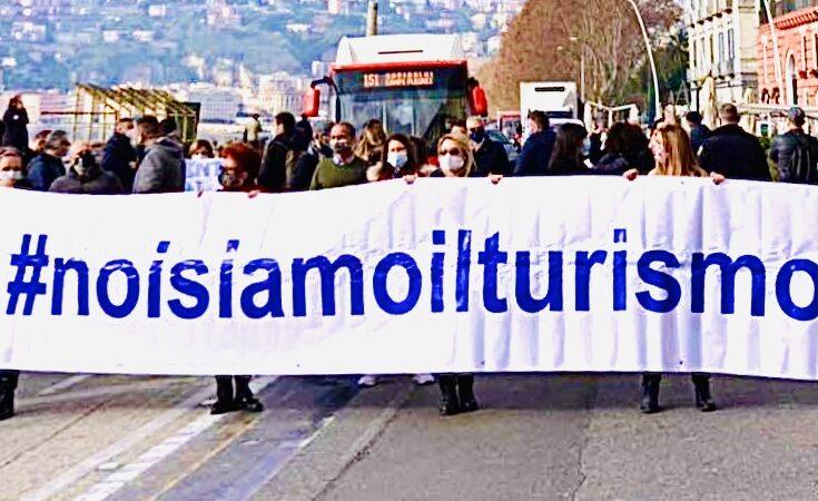 """Napoli, tutti in piazza: """"il Turismo non molla"""""""